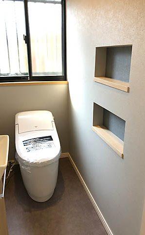 トイレにニッチ!トイレットペーパー収納に利用。